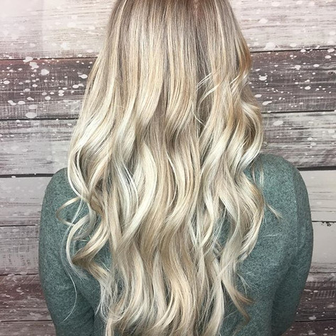 G😍RGEOUS #blondie _Lightened this already blonde beauty up for the winter ❄️ holiday season.jpg