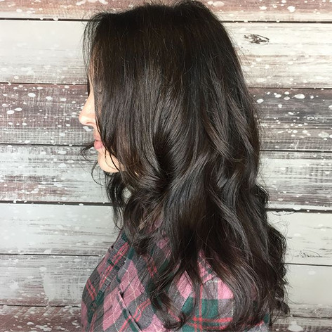 #hairgoals Mixing long beautiful layers throughout with a short textured fringe around the face is just pure FUN!  A simple way to change up