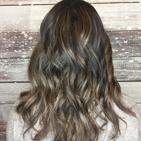 #backview Mixing in some cool and warm highlights helps soften a brunette's highlights LOVE 💛