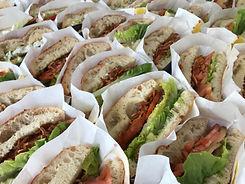 Sandwich_mit_Tomate_und_Röstzwiebeln.JP