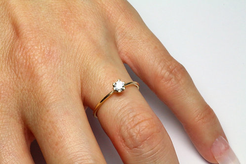 Round Cut Diamond Engagement Ring Gold  with Round Cut Diamond 6 prong setting