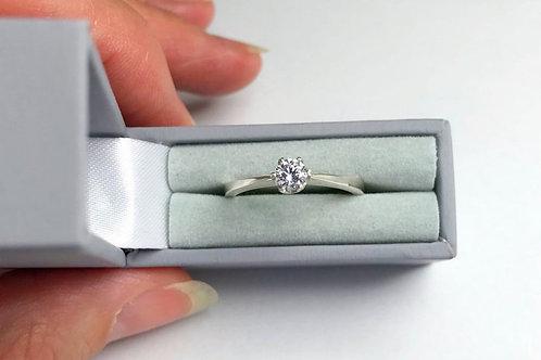 18 Carat Diamond Moissanite  Cubic Zirconia White or Yellow Gold Engagement Ring