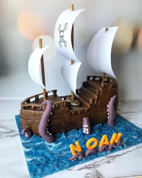 Motivtorte Piratenschiff