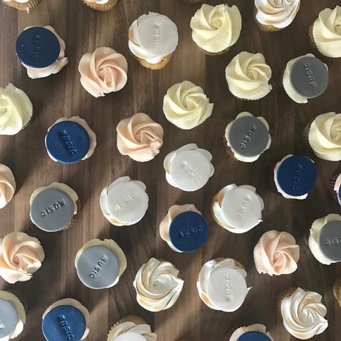 Cupcakes mit dekoplättchen