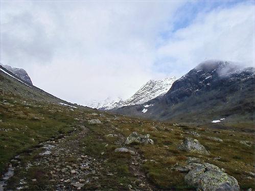 walking in jotunheimen