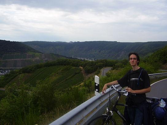 Moezel cycling