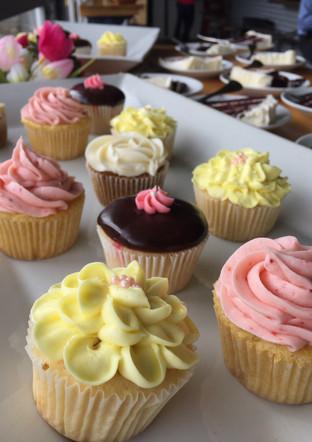 Valentine Vanilla and Chocolate Cupcakes