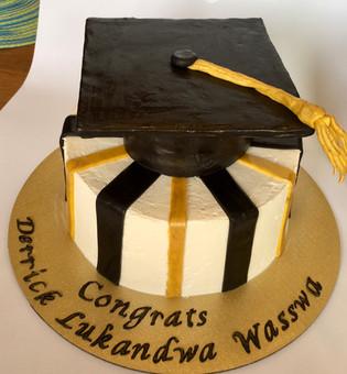 Graduation Mortar Board Cap Cake.jpeg