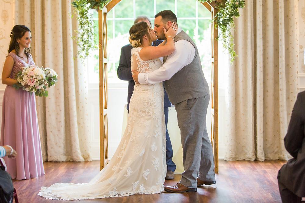 wedding kiss colonial hotel gardner indoor