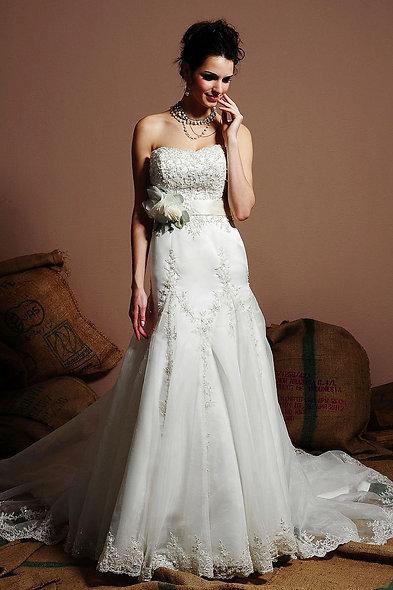 Emma/Eden Bridal 2208