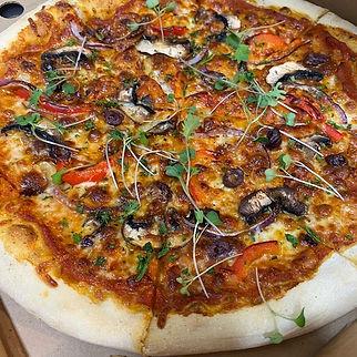 Vegetarian pizza with mushrooms takeaway restaurant banchory.jpg