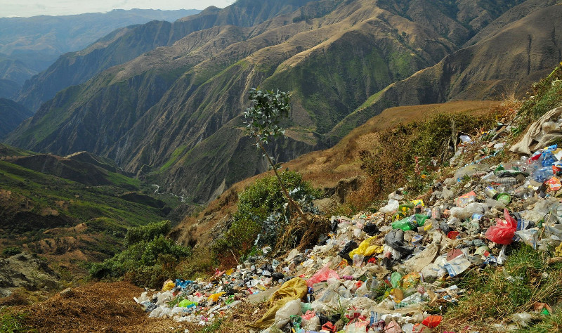 Trash in the Andes. Photo: Jessica Groenendijk