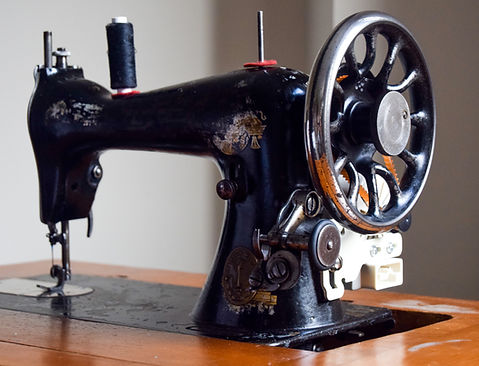 Singer sewing machine from 19th century, still used today to create made to measure wedding dresses and other gaments by iStitch