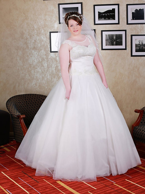 Hand-Made Wedding Dress Isabella | Cloud Nine Layered Tulle & Lace | size 16