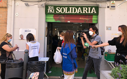 La Sexta. Al Rojo Vivo. Cajas Solidarias en Ruzafa.