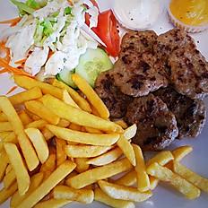 Köfte (5 st.) met frietjes, rauwkost en saus
