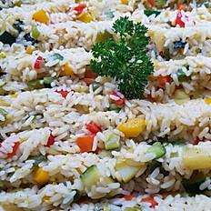 Rijst met zeevruchten en gebakken groenten (paprika, courgette, ajuin)