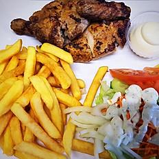 Halve gegrilde kip met frietjes, rauwkost en saus
