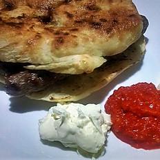 Broodje met köfte (5 st.) en ajuin