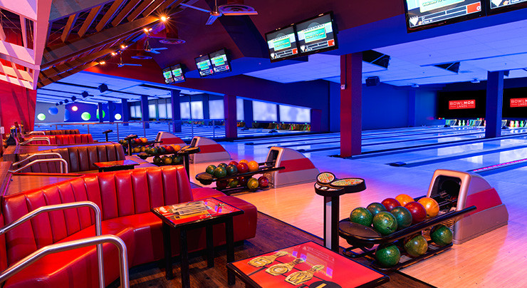 Bowlmor bowling lanes in Cupertino