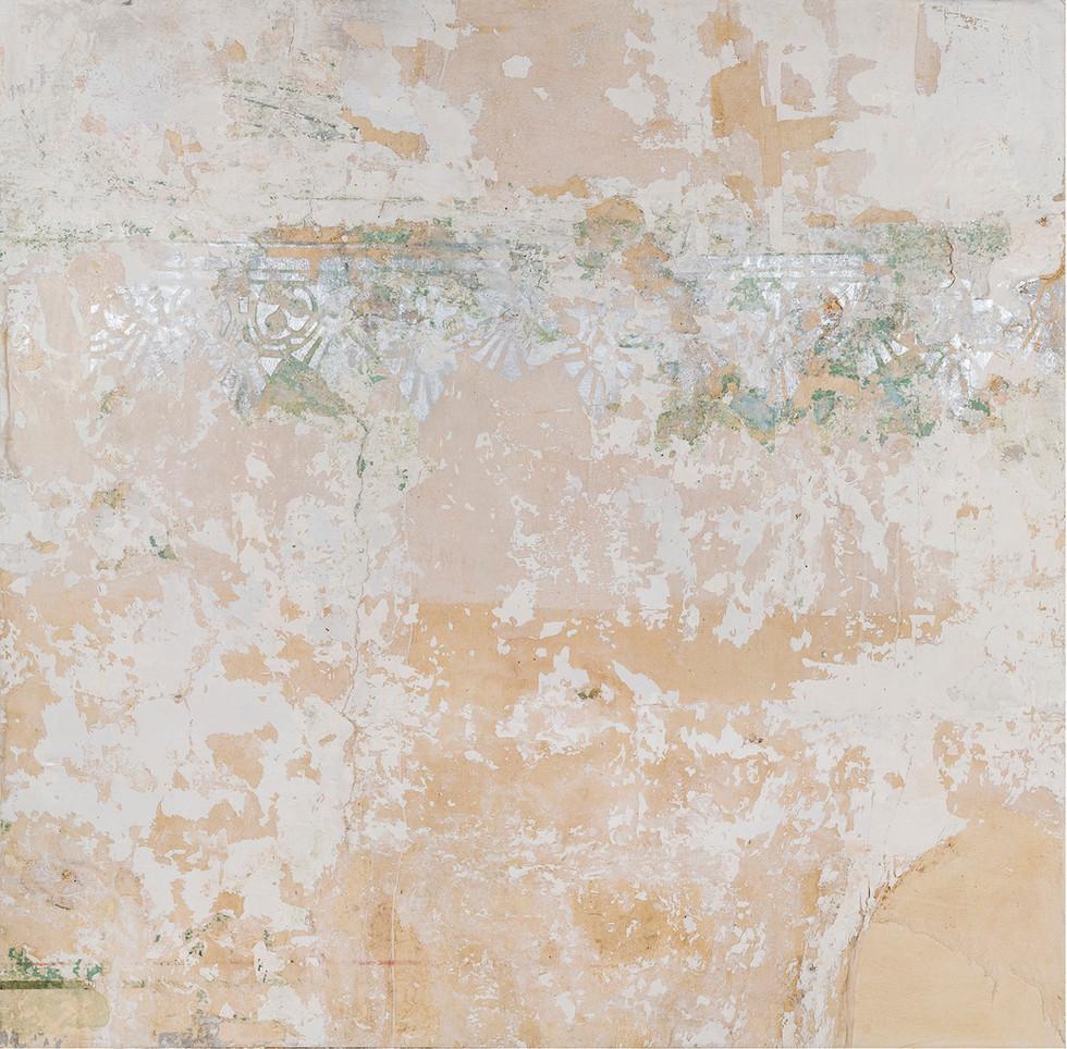 Recuperación de revestimiento de muro  y restauración de cenefa