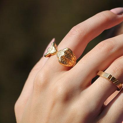Golden Naja Ring