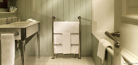 wallpaper-for-bathroom-1.jpg
