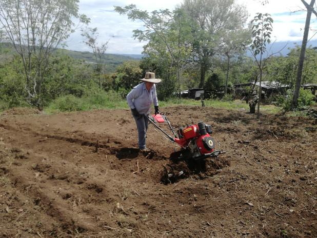 Maquinaria en la agricultura Familiar