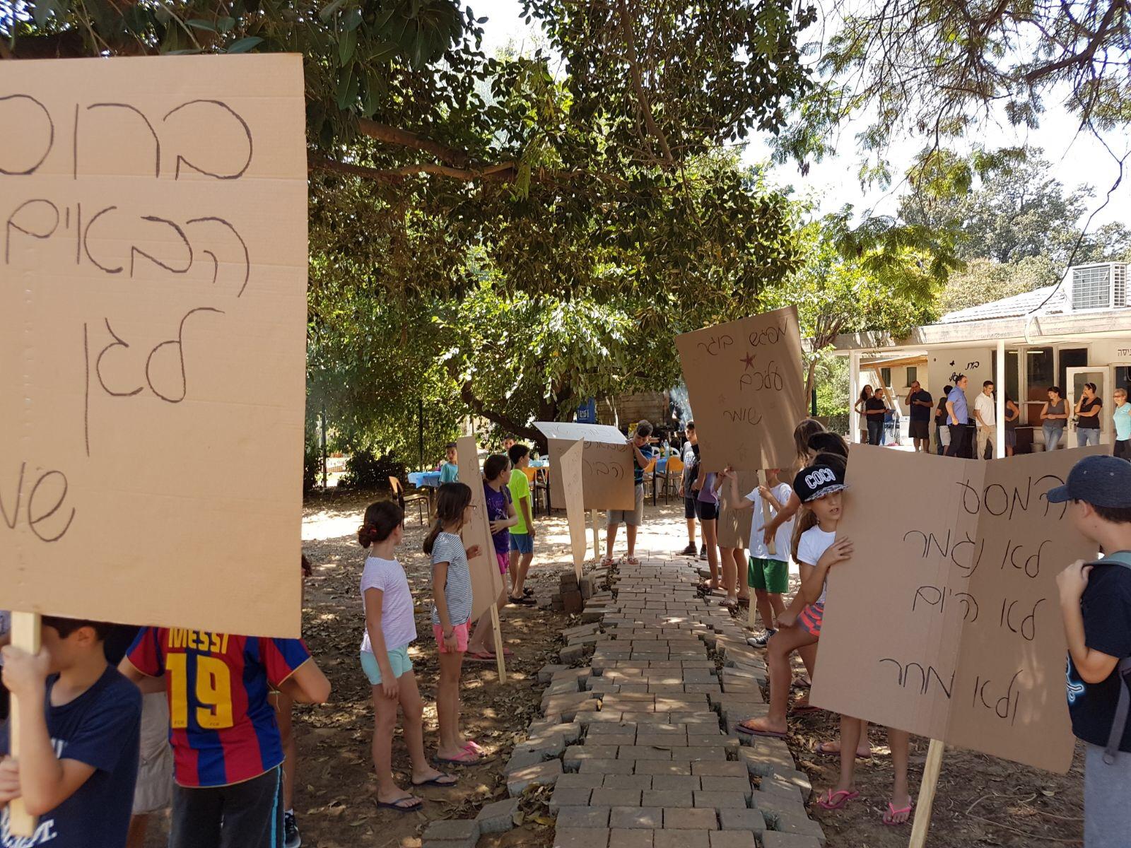 מחזור ז' חניכי שלוחת בית אסף בקיבוץ גן שמואל בסיום מסע פתיחת שנה 310817 (1)