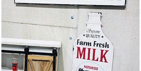 30118 Metal Farm Fresh Milk Wall Sign