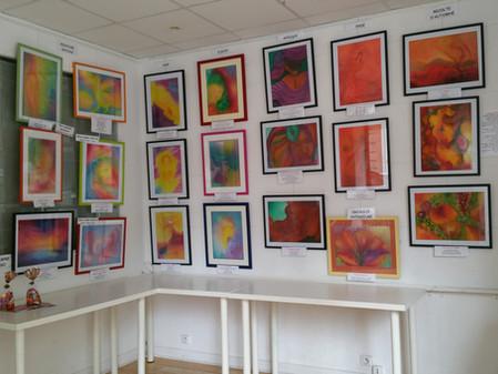 Exposition des peintures réalisées en stage de créativite