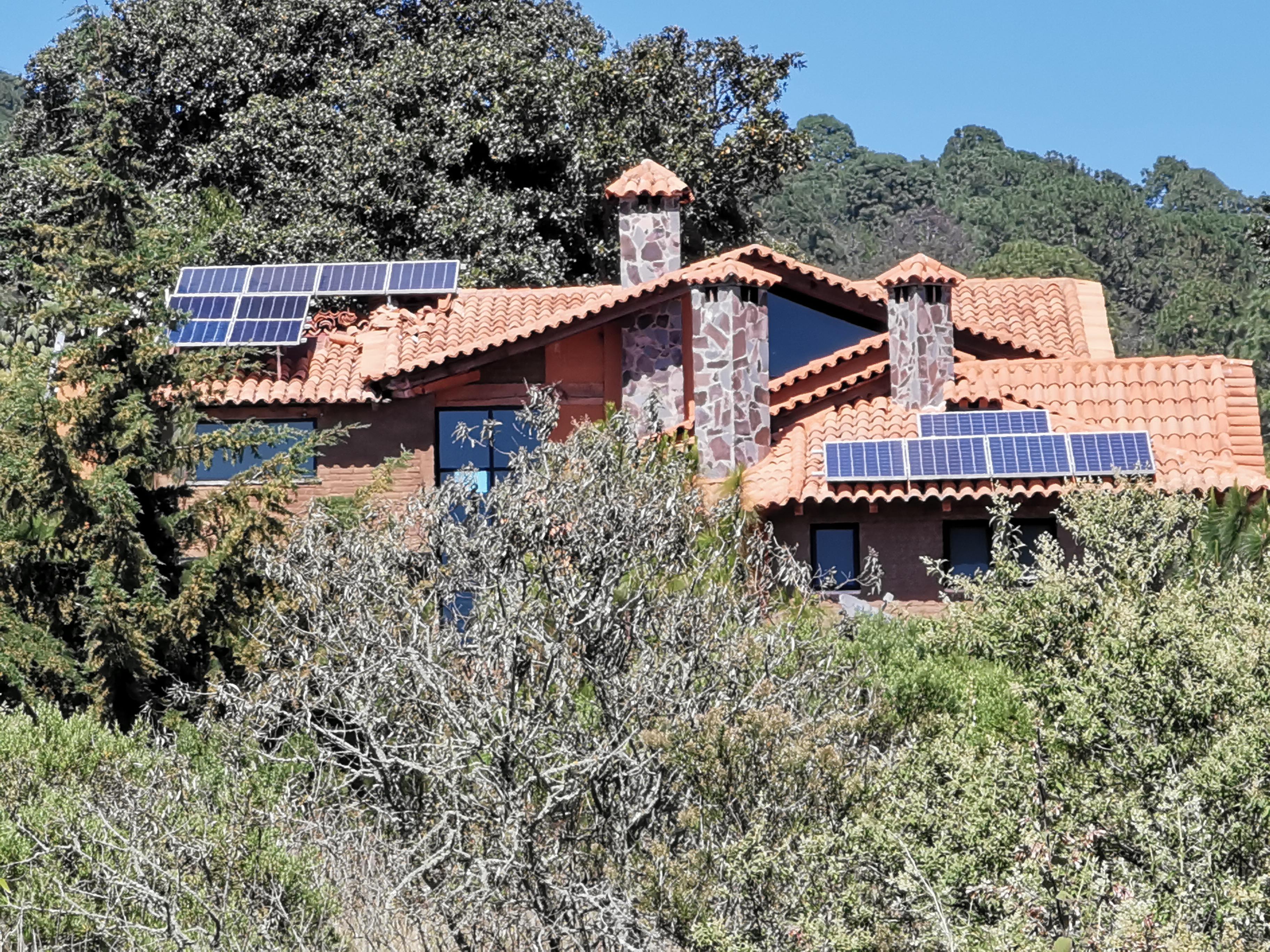 Sistema de Generación Solar Aislado