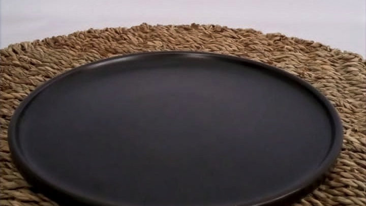 Plato de pan nórdico negro con borde(terminaciones no refinadas)
