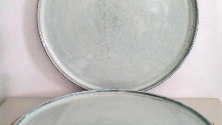 Plato base gris piedra c/borde rústico(detalles de propia fabricación)