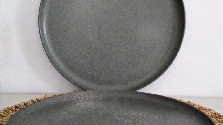 Plato de fondo rústico grafito con borde (terminaciones no refinadas)