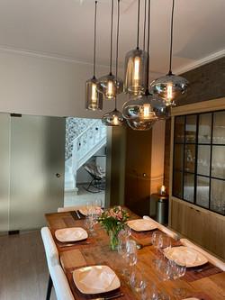 Salle à manger et luminaire en verre