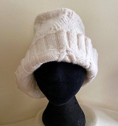 Soft Lambswool Hat --Winter White