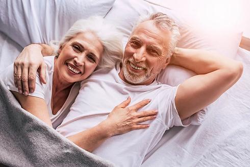 senior-couple-4723737_1280.webp