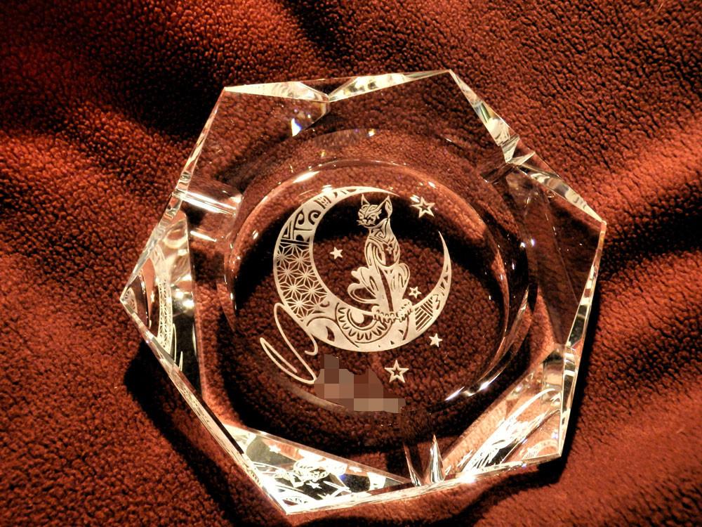 クリスタル製の灰皿への名入れ