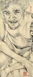 Retrato de um cliente especial. O selo tatuado em seu braço e carimbado no algodão cru.