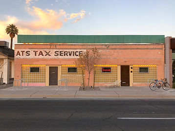 gracies-tax-bar-exterior.jpg