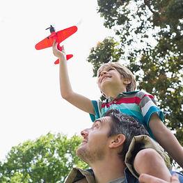 מהורות טכנית לאתיקה הורית, אבא וילד מעיפים מטוס, הדרכת הורים