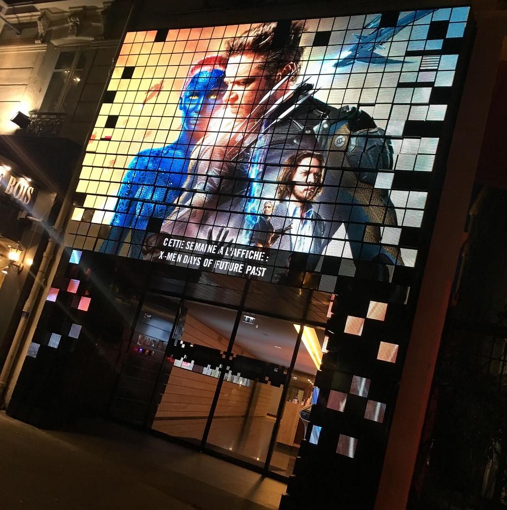 ecran geant led 3D outdoor media cinema les fauvettes paris gobelins