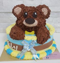 עוגה עם דובי מפוסל בקצפת