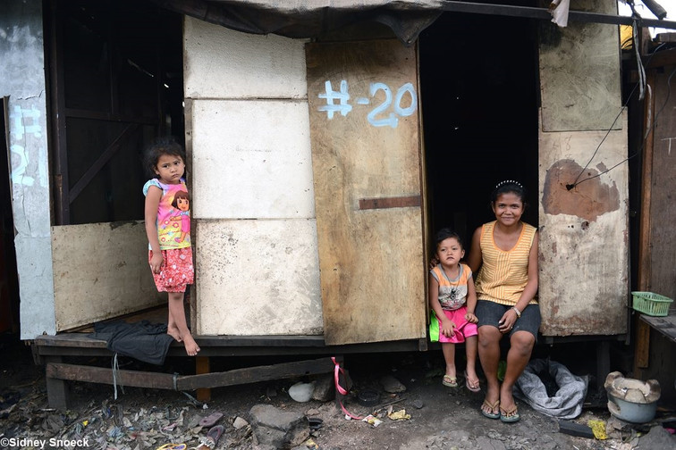 Nanay Christina & family also used to live and work in the slums of Ulingan at Tondo, Manila.