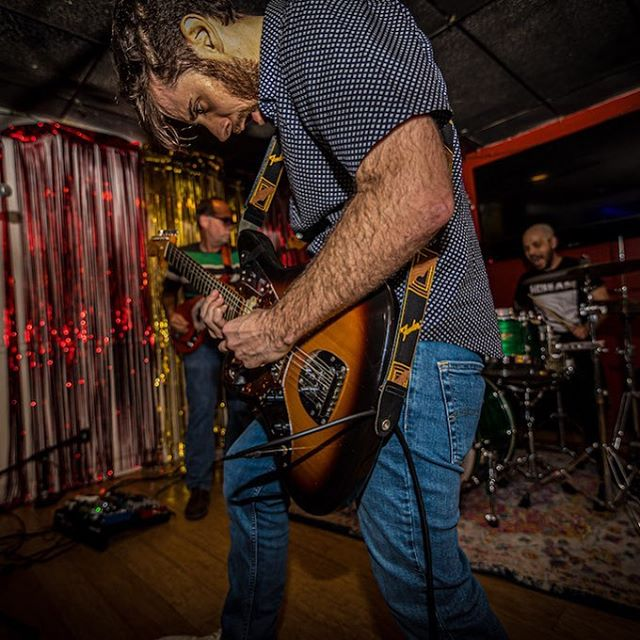Drony guitars make for sweaty arms 💦🎸t