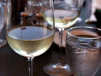 PHOTO Glass_of_white_wine.jpg