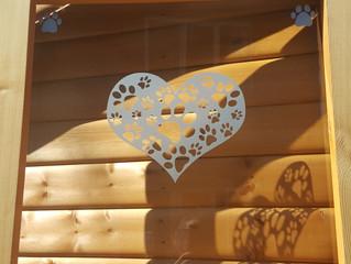 Log Cabin Salon Open 🐕
