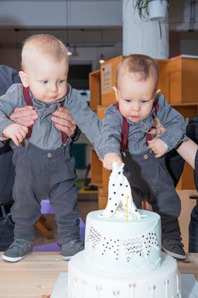 Две мъжки сърца, една торта