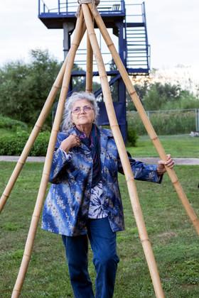 Баба също разбира от партита